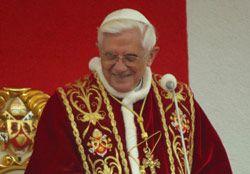 Папа Римский Бенедикт XVI обращается к горожанам Вадовице, Польша (города, где родился и начал деятельность его предшественник - Иоанн Павел II)