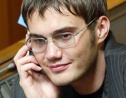 Виктор Янукович (младший) разговаривает по телефону в Верховной Раде. Киев, 4 июля