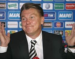 Олег Блохін бере участь у прес-конференції після відбіркового матчу Євро-2008 між збірними Італії і України. Рим, 7 жовтня