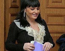 Заместитель главы КГГА Ирена Кильчицкая покидает зал после пресс-конференции. Киев, 11 января