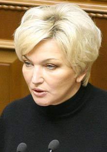 Раиса Богатирева выступает  на открытии 3-й сессии Верховной Рады V созыва. Киев, 6 февраля