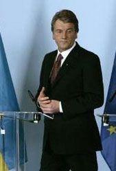 Віктор Ющенко на прес-конференції у Брюсселі. Фото REUTERS / Yahoo