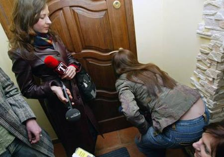 Следователи прокуратуры, которые проводят обыск, пытались запретить Луценко общаться с журналистами