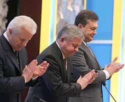 Олександр Мороз, Анатолій Кінах та Віктор Янукович беруть участь у спільному засіданні Кабінету міністрів та УСПП. Київ, 20 березня