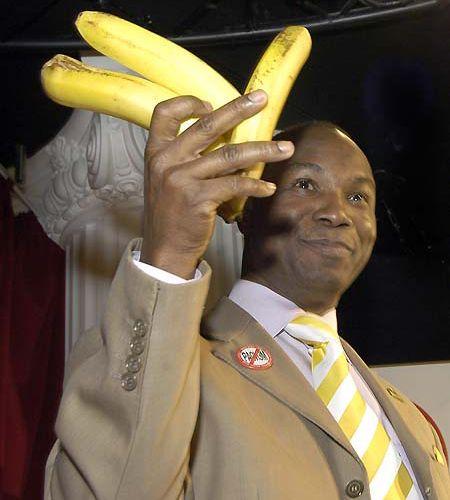 """Він підняв банани і став усім демонструвати """"ознаки расизму"""""""