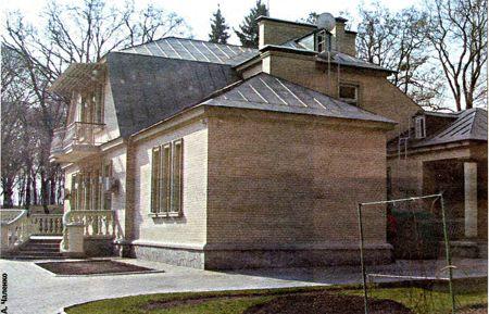 Дом Виктора Януковича в селе Новые Петровцы, что в 10 километрах от Вышгорода