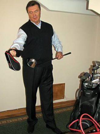"""От членства в Лондонском королевском теннисном клубе премьер открестился. Вместо этого сказал, что является членом гольф-клуба """"Астория"""". Играет на Оболони: """"Могу попадать в лунку с 20-30 метров""""."""