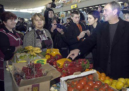Черновецкий на рынке так ничего и не купил
