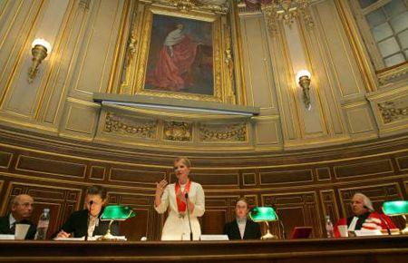 Почетную награду Тимошенко получала в стенах знаменитого Университета Сорбонна в Париже.