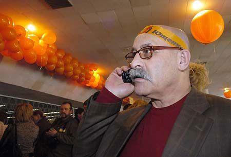 Некоторые делегаты съезда, очевидно, не снимали оранжевую символику еще со времен президентских выборов