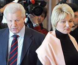 Раиса Богатырева и Александр Мороз во время политических консультаций с Виктором Ющенко. Киев, 2 апреля