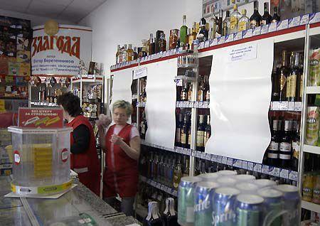 В некоторых магазинах даже витрины с алкоголем закрыли – чтоб не соблазнять клиентов