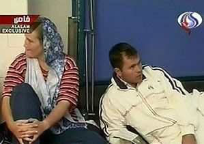 В то же время Иран опубликовал видеокадры с задержанными британскими военными. Фото RTV International