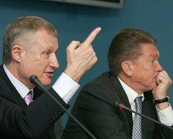Григорій Суркіс та Олег Блохін відповідають на запитання журналістів під час прес-конференції. Київ, 19 квітня