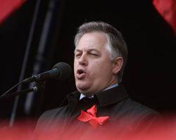 Петро Симоненко виступає на мітингу з нагоди Міжнародного дня солідарності трудящих на Майдані Незалежності. Київ, 1 травня