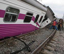 Швидкісний потяг «Столичний експрес» (Дніпропетровськ-Київ) після аварії на залізничному перегоні Миронівка – Київ. 3 травня