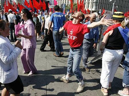 Стомлені очікуванням прихильники коаліції і в саму спеку не побоялися зануритися в запальні танці