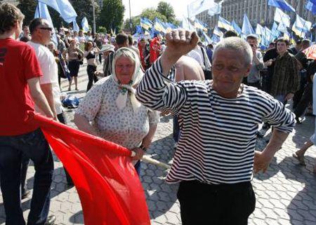 Сучасні танці також не залишили байдужими пенсіонерів. Деякі навіть намагалися урізноманітити їх «прийомами з палицею», явно авторства китайських кінематографістів