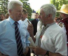 Александр Мороз и председатель Совета старейшин казачества Украины и диаспоры генерал-полковник Оксен Семидуб