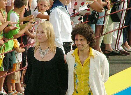 Луи Франк, солист группы Estetic Education приехал на фестиваль со своей женой актрисой Диной Корзун, чтобы наконец его кто-то заметил
