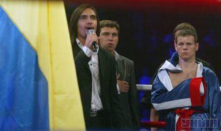 Гимн Украины спел Виталий Козловский