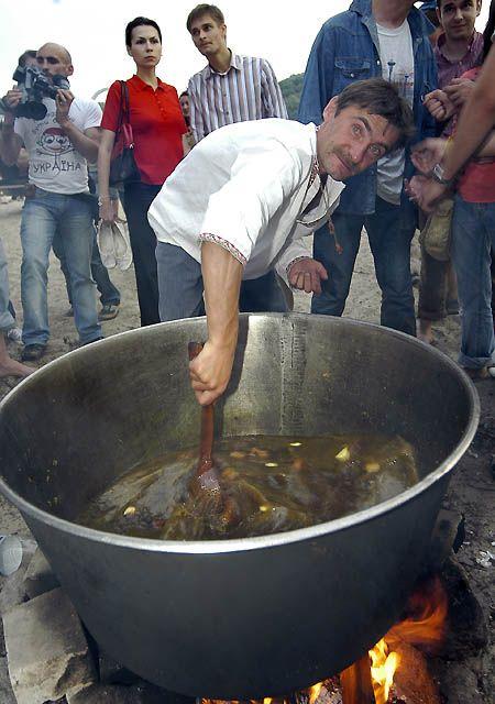 Головна страва вечора – неймовірний за смаком козацький куліш. Справжнісінький...