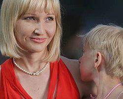 Олена Франчук зі своєю дочкою Катериною на концерті Елтона Джона. Київ, 16 червня