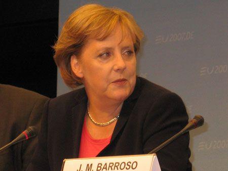 Канцлер головуючої в ЄС Німеччини Ангела МЕРКЕЛЬ:  зміна Угод ЄС відкриває шлях до подальшого розширення Євросоюзу.