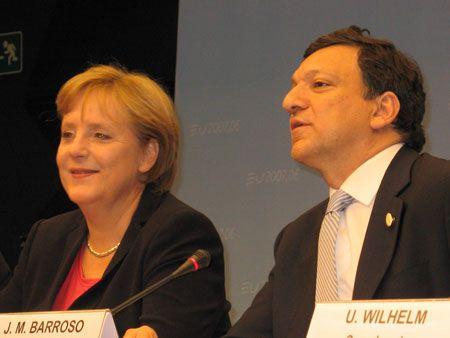Президент Єврокомісії Жозе Мануель БАРРОЗУ привітав Ангелу МЕРКЕЛЬ з успішним завершенням переговорів про зміну Угод ЄС