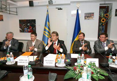 """""""Складний переговорний процес між демократичними силами України увінчався успіхом,"""" - констатував Ющенко"""