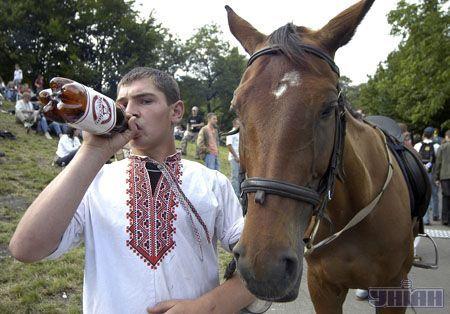 Можна покататися на конях...