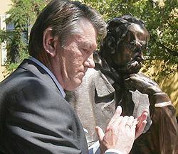 Виктор Ющенко на церемонии открытия памятника Тарасу Шевченко. Будапешт, 11 июля
