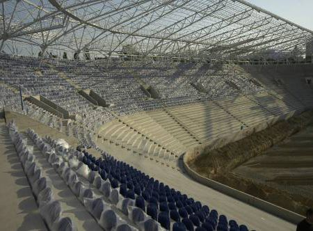 """Майбутній стадіон ФК """"Дніпро"""" у Дніпропетровську - єдиний в Україні, що повністю відповідає вимогам УЄФА. Місць – 31 тисяча. Термін здачі – вересень 2007 р. Вартість проекту - 50 млн. доларів."""