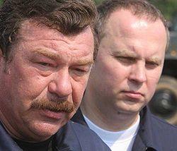 Александр Кузьмук и Нестор Шуфрич на месте аварии во Львовской области. 19 июля