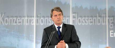 Віктор Ющенко виступає під час відкриття музею Меморіального комплексу «Флоссенбюрг»