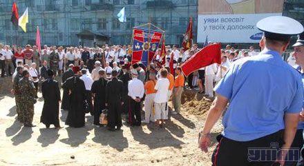 Активісти Українського козацтва проводять мітинг, протестуючи проти встановлення пам'ятника російській імператриці Катерині II, в центрі Одеси, 26 липня 2007 р.