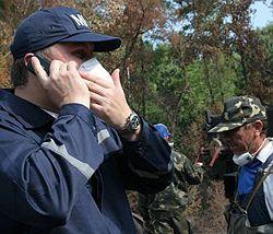 Нестор Шуфрич разговаривает по телефону на месте ликвидации следствий техногенной катастрофы. 23 июля