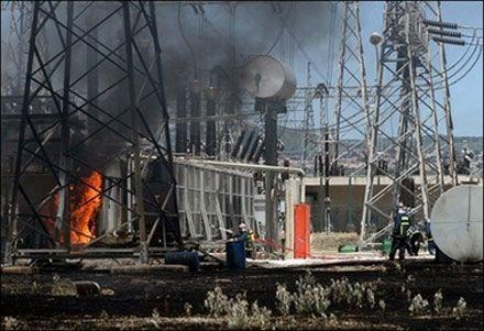 Лісова пожежа дістала територію електропідстанції в Фессалоніках на півночі Греції. (Photo AFP)