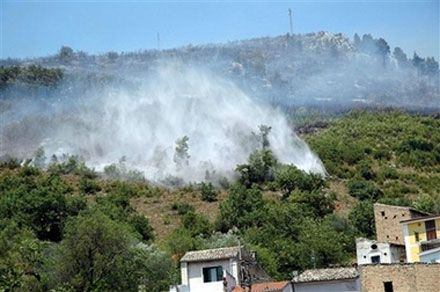 Пожежа поблизу с. Аччіано в центральній Італії. (AP Photo)