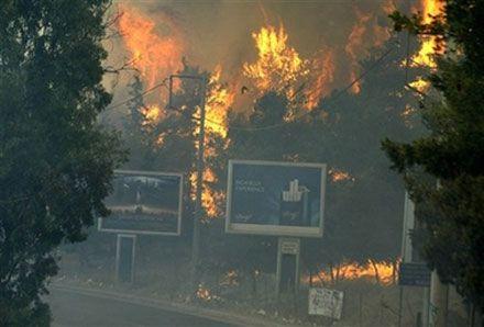 Лісова пожежа на горі Гіметт (Іміттос) поблизу Афін. (AP Photo)