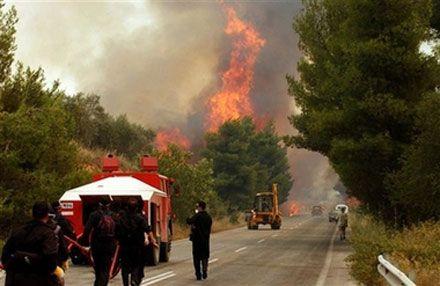 Лісова пожежа поблизу Коринфа (п-в Пелопоннес, Греція). (AP Photo)