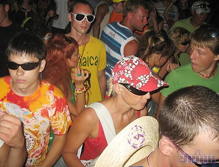 Посетители Казантипа танцуют