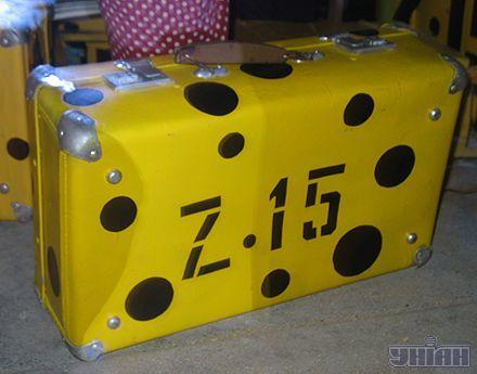 Желтый чемодан - один из символов Казантипа