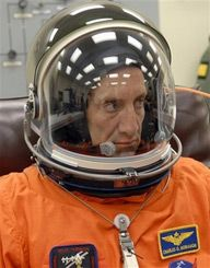 Пилот Чарльз Хобо (AP Photo/NASA)