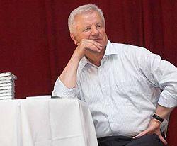 Александр Мороз во время встречи с жителями Красногвардейского р-на (Крым). 8 августа