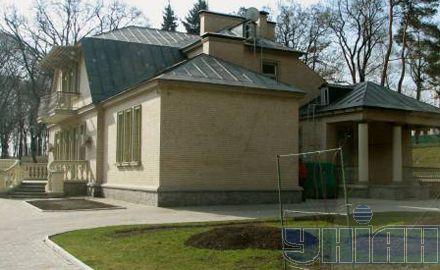 Вот так выглядел домик Януковича в марте этого года