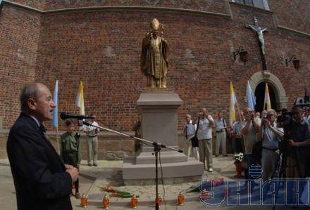 Генеральный консул Польши во Львове Зеслав Оцуховски выступает на открытии