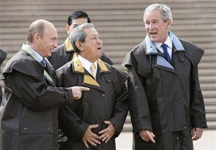 Між президентами Росії та США голова уряду Таїланду Сулаюд Чуланонт