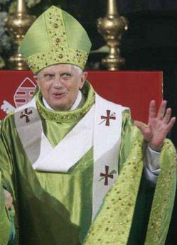 Папа Римський особисто повідомив про те, що задовольнив прохання про помилування