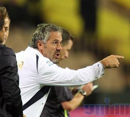 ...головний тренер Донадоні